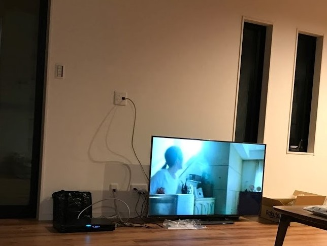 テレビ 壁掛け 配線 隠す